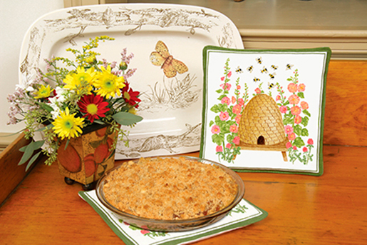 The Backyard Naturalist loves Alice's Cottage kitchen textiles. Illustrated, printed and sewn right here in Maryland. Spiced Hot Pads are featured here.